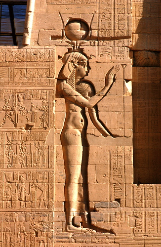 1476913560_bigancient-egyptian-goddess-isis.jpg